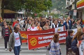 Grevistas acompanham a sessão (Foto: Denner Willian)