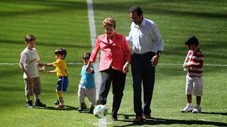 Dilma Rousseff inaugurando o Mané Garrincha (Veja)