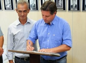 Marcelo Lanzarin faz o juramento (Renan Gomes Olaz)