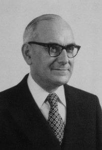 Marcello Caetano, continuador das políticas de Salazar, seria deposto pelo MFA em 1974