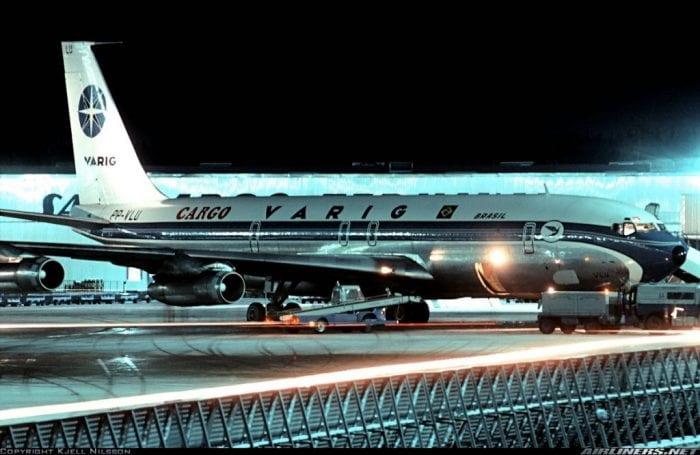 Cargueiro Boeing 707 da Varig em Estocolmo (1975). Fonte: Kjell Nilsson / Airliners.net