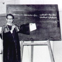 Aula magna da Faculdade de Ciências Econômicas, ministrada pelo prof. Alcides Abreu em 02/05/1964 (Reprodução)