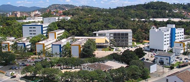 FURB 50 anos -De acordo com o Reitor, Prof. João Natel Pollonio Machado a FURB neste seu cinqüentenário inova seus métodos, conectada com o futuro e comprometida com o desenvolvimento regional, oferecendo um ensino de qualidade, pesquisa de excelência e centenas de projetos de inserção social, consolidando assim sua posição de destaque no ensino superior brasileiro