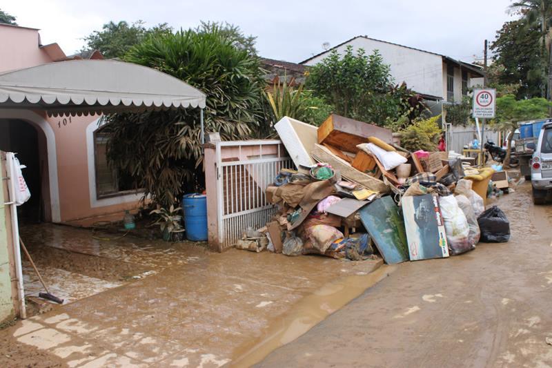 Casa afetada pela enchente em Jaraguá do Sul (Prefeitura de JDS)