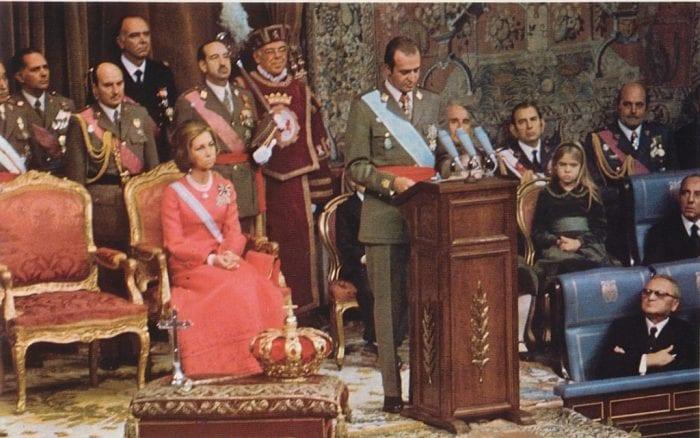 Juan Carlos e sua esposa, a raínha Sofia em 1975 (divulgação)