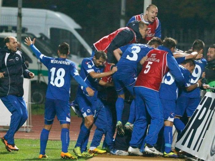 Festa da Bósnia em Kaunas. Gol de Ibisevic fora de casa levou o país a sua primeira Copa (R7)