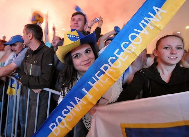 O sorriso da torcedora bosniaca diante de um país que torce junto (R7)