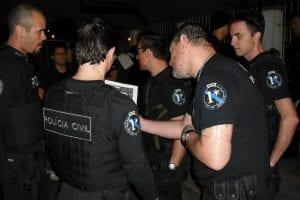 Policiais durante uma operação em Blumenau (Demian Lenine)