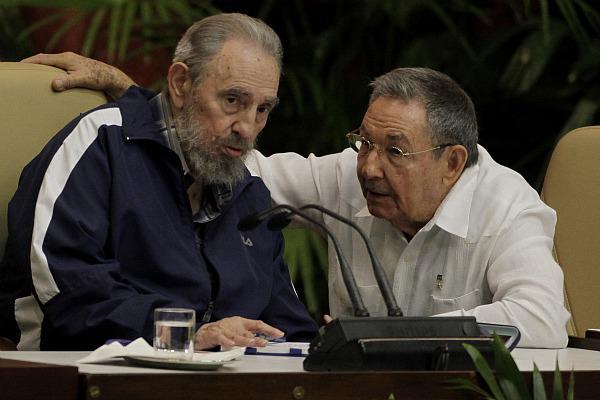 Irmãos castro: 50 anos de tirania socialista.