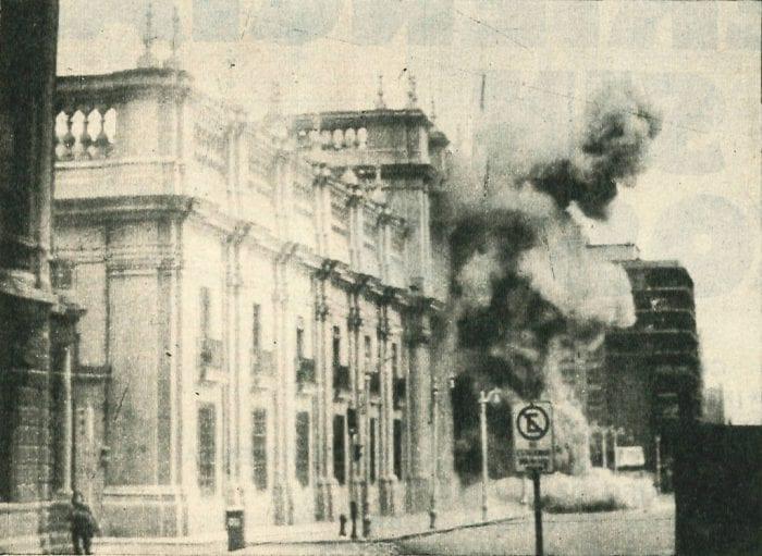 O ataque ao Palácio La Moneda, em Santiago, marca do golpe de Pinochet, em 1973 (Wikipedia)