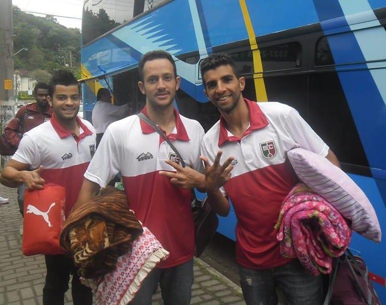 Jogadores do BEC no embarque para Porto União (BEC)