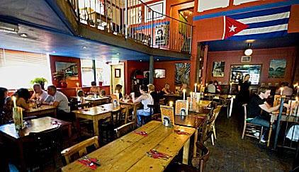 Bar Up and Down: entretenimento negado aos cubanos.