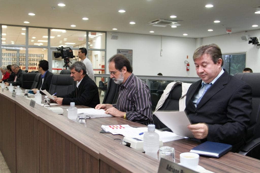 Vereadores se reuniram na manhã desta terça-feira (Renan Olaz)