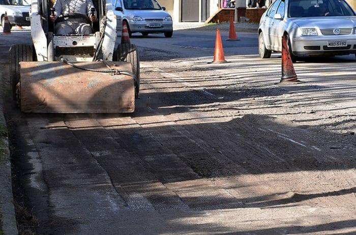 Rua Bahia passa por manutenção (Eraldo Schnaider)