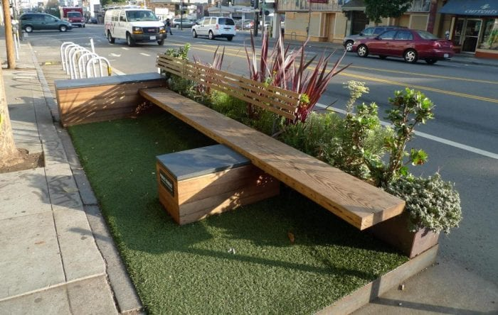 Parklet em um estacionamento na rua Valência, São Francisco - Estados Unidos (Mark Hogan)