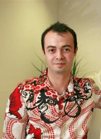 Um intervalo de trabalho, e o engenheiro turco Orkut Büyükkökten cria uma das pioneiras das redes sociais (Wagner Tamanaha-Wikipedia
