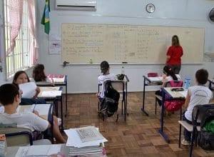 Alunos em sala de aula (Eraldo Schnaider - PMB)