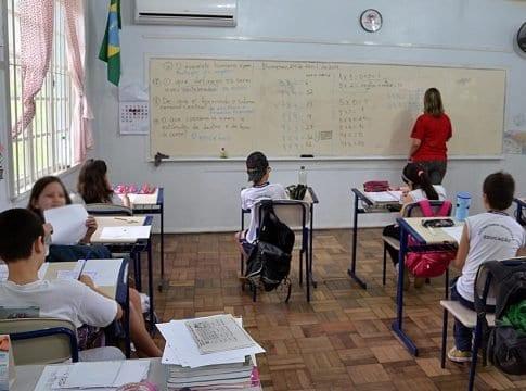 Alunos em sala de aula - foto de Eraldo Schnaider