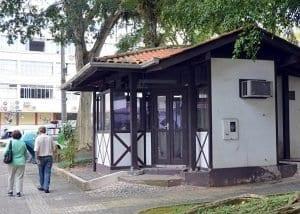 Quiosque fica que na praça Vitor Konder não estava sendo utilizado (Eraldo Schnaider)