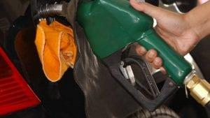 Mantega não descarta aumento da gasolina (Imagem de arquivo/Agência Brasil)