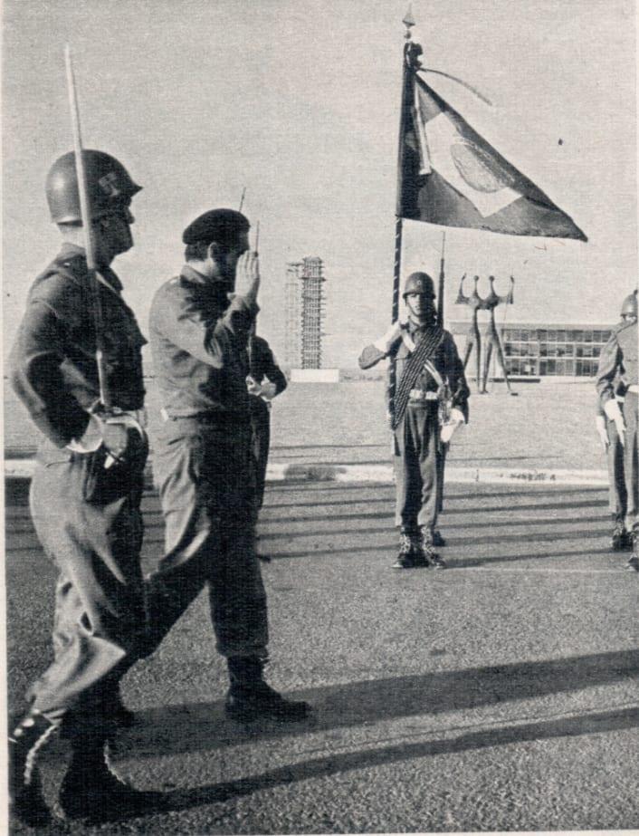 INSUBORDINAÇÃO TEMPORÁRIA: Oficialidade do Batalhão da Guarda se recusou a acatar as ordens de formar as tropas defronte ao Palácio do Planalto.