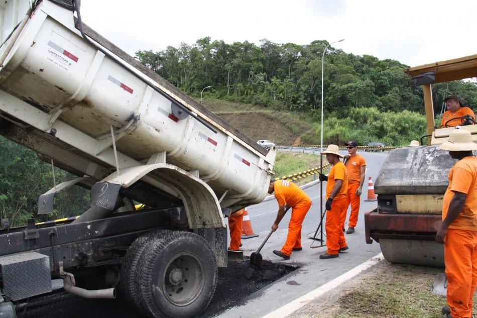 Via Expressa recebe manutenção (Marcelo Martins)
