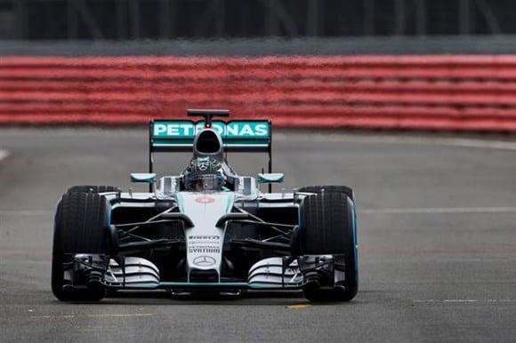 Mercedes W06 Hybrid, apresentado com bom humor pelo time alemão em Silverstone (Mercedes)