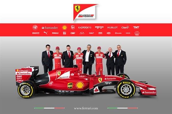 O time italiano, com Maurizio Arrivabene, novo chefe do time, ao centro (Ferrari)