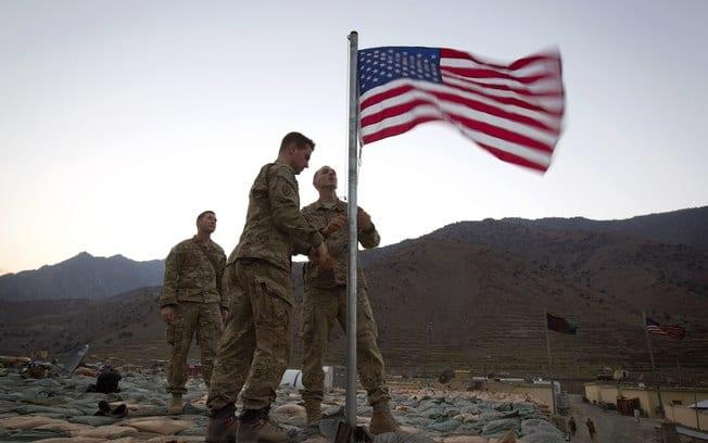 Estados Unidos prometem manter o apoio aéreo e militar. Sera o suficiente contra os terroristas? (AP)