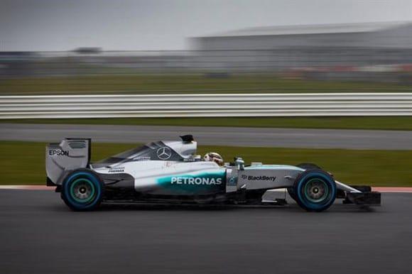 Novo Mercedes mostra linhas conservadoras e um bico fino (Mercedes)