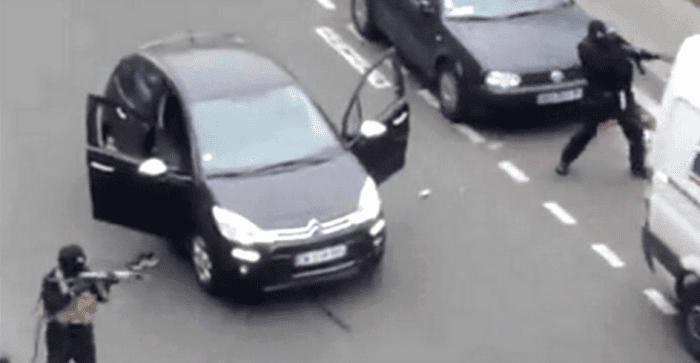 """Atiradores disparam contra a sede do """"Charlie Hebdo"""", começava a manhã sangrenta para Paris e para a imprensa (Reprodução)"""