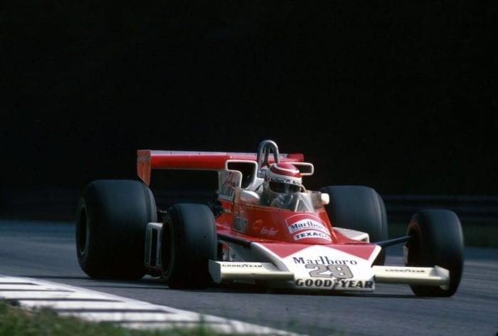 Piquet e o M23 da BS Fabrications, um dos vários construtores nanicos arrendados de chassis que marcavam presença no grid dos anos 70 (Correio do Povo)