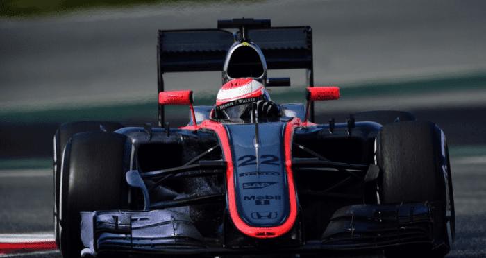 McLaren de Jenson Button lenta na pista. Melbourne foi um calvário para o time de Working na volta dos motores Honda (AP)