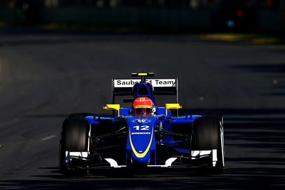 O brasileiro Felipe Nasr e o Sauber C34. Mesmo com problemas financeiros e de desenvolvimento, novo bólido deve angariar pontos ao time suíço em 2015 (Getty Images)