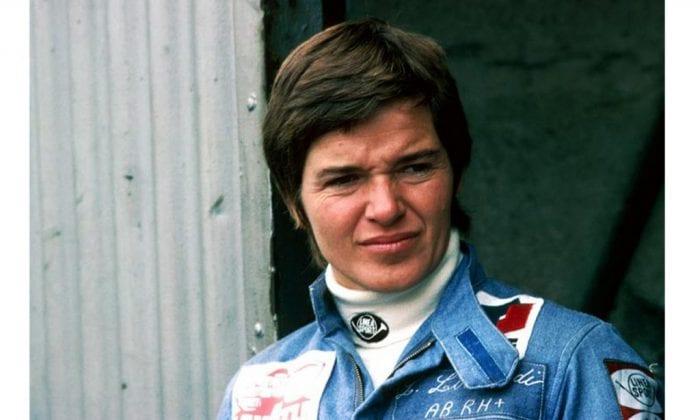 """Lella Lombardi e o cabelo """"estilo joãozinho"""". A pilota é a única mulher a pontuar na F1, há 40 anos (Reprodução)"""