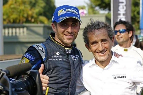Alain Prost e o filho, Nicolas (ao lado). Alegrias na Fórmula E (Reprodução / Twitter)