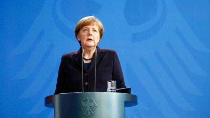 """Em pronunciamento, chanceler alemã Angela Merkel disse estar """"consternada"""" com a tragédia (Reuters)"""