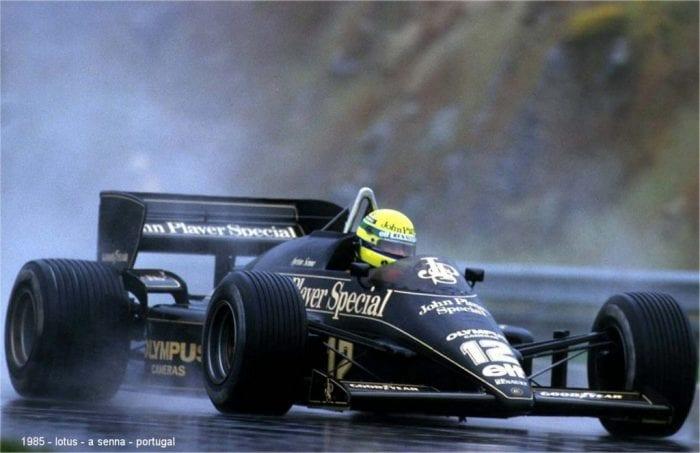 """Senna conduziu com classe o Lotus-Renault embaixo do dilúvio no Estoril. Alegria da vitória naquele domingo seria """"momentânea"""" (Sutton)"""