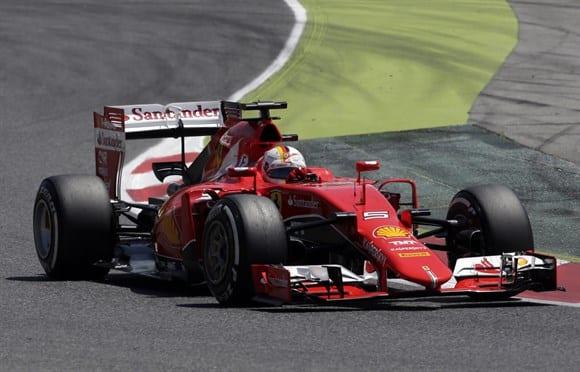 Vettel chegou a andar em segundo, mas perdeu a posição nas paradas (AP)