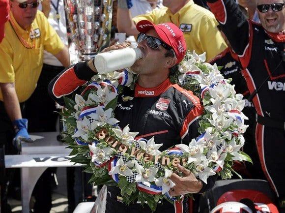"""Juan Pablo Montoya, 15 anos depois, bebe o """"leitinho"""" dos campeões de Indianápolis (AP)"""