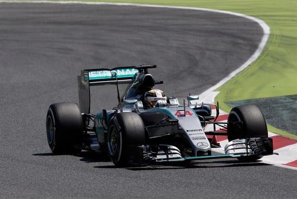 """Hamilton se viu perturbado no fim de semana e não deve ter mais """"ele mesmo"""" como adversário. Segundo lugar para ele (AP)"""