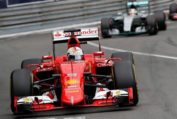 Vettel parecia mero figurante, mas conseguiu, no oportunismo e no grito, um bom segundo lugar (AP)