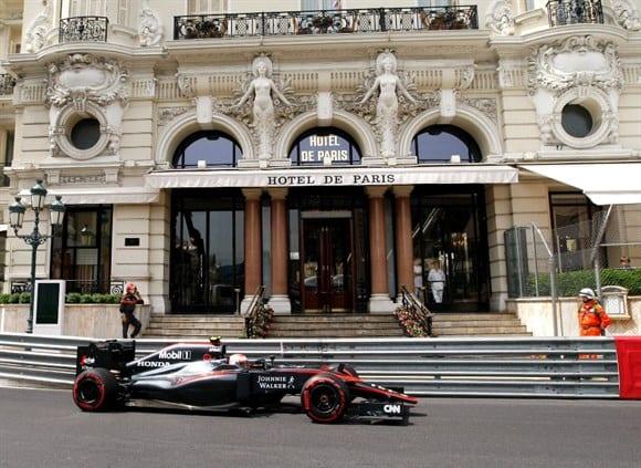 McLaren de Button: Inglês completou em oitavo e somou os primeiros pontos para McLaren e os japoneses da Honda (AP)