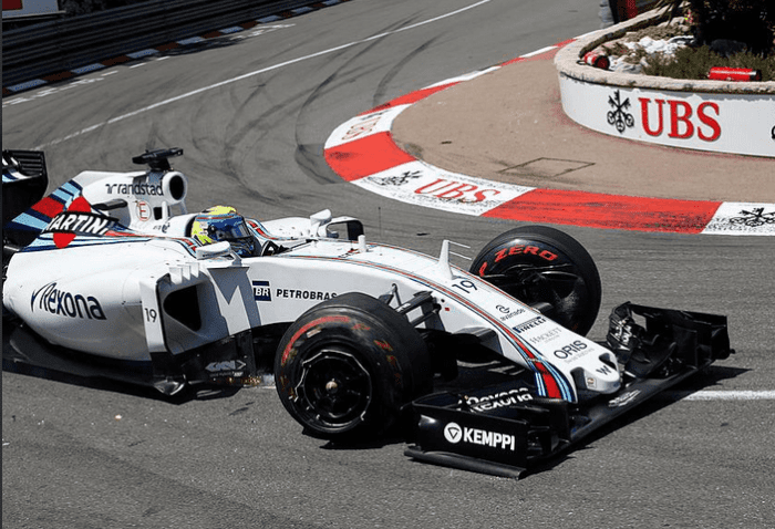 Massa arrastando o Williams ao box. Toque com Maldonado na largada e apagado 15º lugar (LAT Photografic)