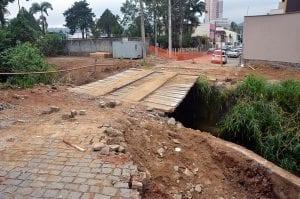 Ponte de madeira será substituída