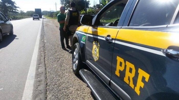 PRF fiscalizou mais de 200 mil veículos durante o feriadão (PRF SC)