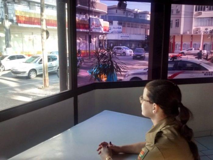 Polícia Militar ocupa quiosque após articulação política (Facebook)