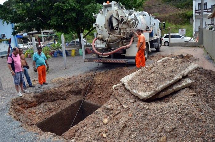Prefeitura faz limpeza e desobstrução de tubulações