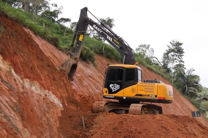 Pavimentação no trecho final da rua Jacob Ineichen está 60% executada (Marcelo Martins)