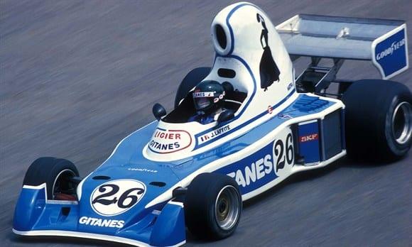 """Primeiro F1: Em 1976, Jacques Laffite acelera o """"carro-bule"""", com motor Matra V12. Primeira vitória viria um ano depois, na Suécia (Reprodução)"""